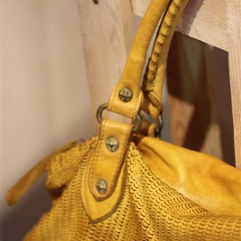 Sac Marion cuir jaune texturé The LELI